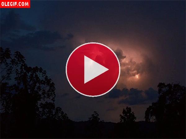 GIF: Noche de tormenta