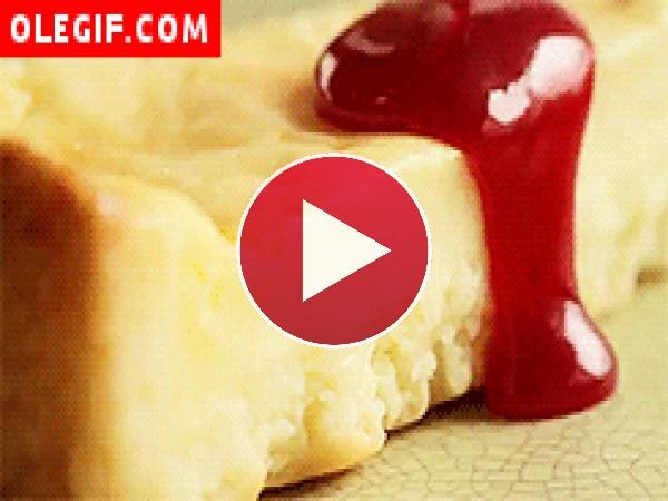 GIF: Tarta de queso con frambuesa