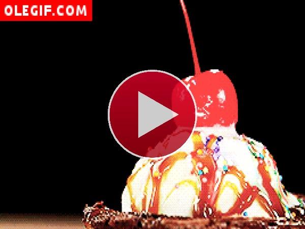 GIF: Guinda sobre un helado