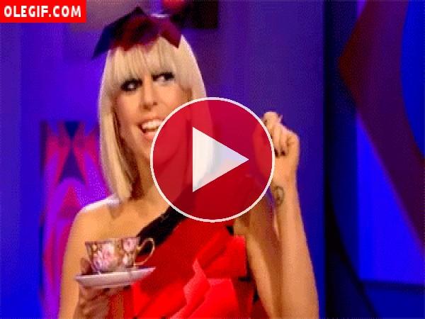 GIF: Lady Gaga tomando té