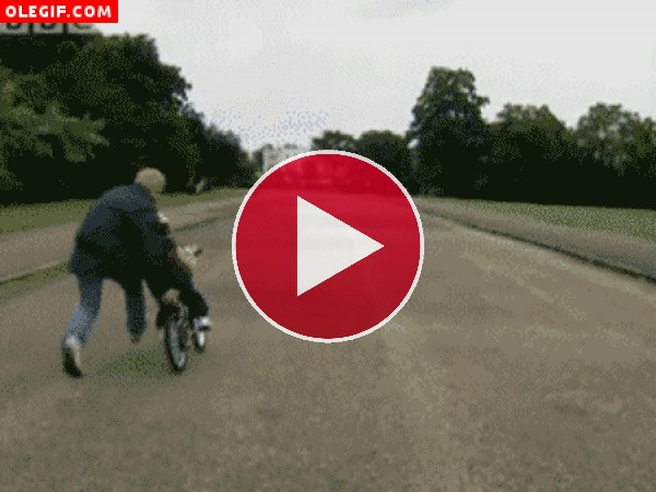 GIF: Aprendiendo a montar en bici