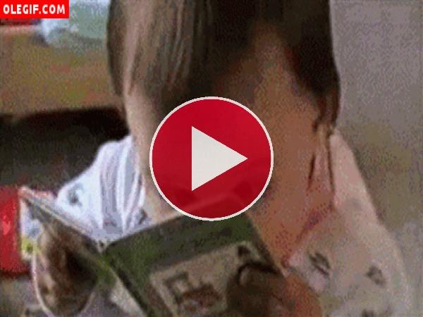 GIF: Niño leyendo un cuento