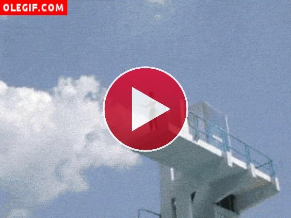 Salto desde un trampolín