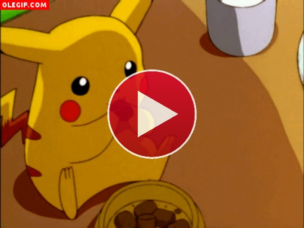 Pikachu comiendo