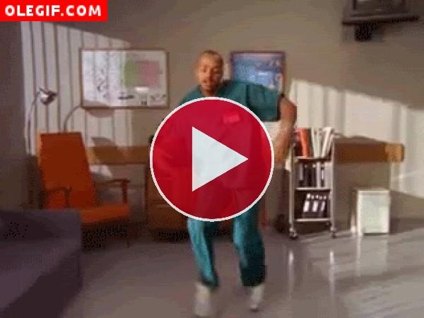 GIF: Enfermero bailando