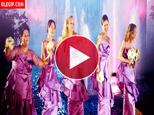 GIF: Damas de honor bailando