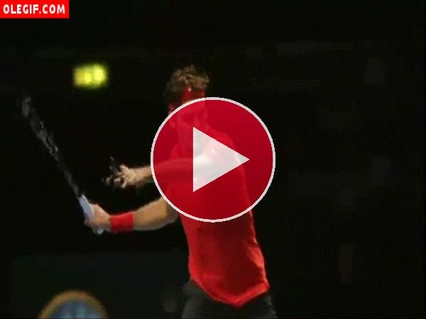 GIF: El tenista Roger Federer