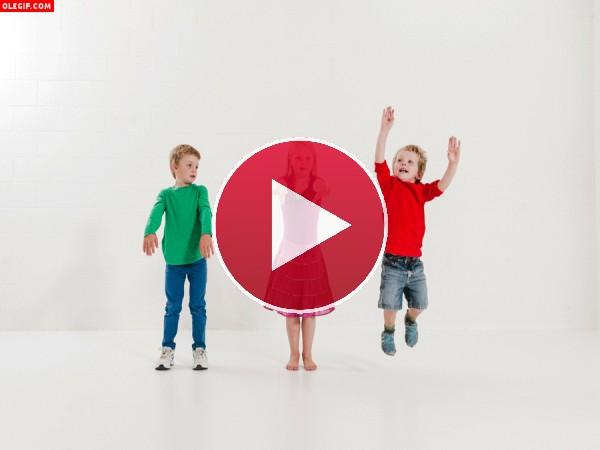 GIF: Niños saltando