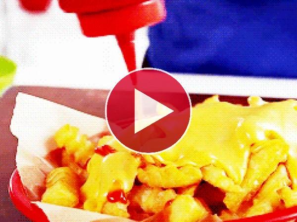 Patatas con queso y kétchup