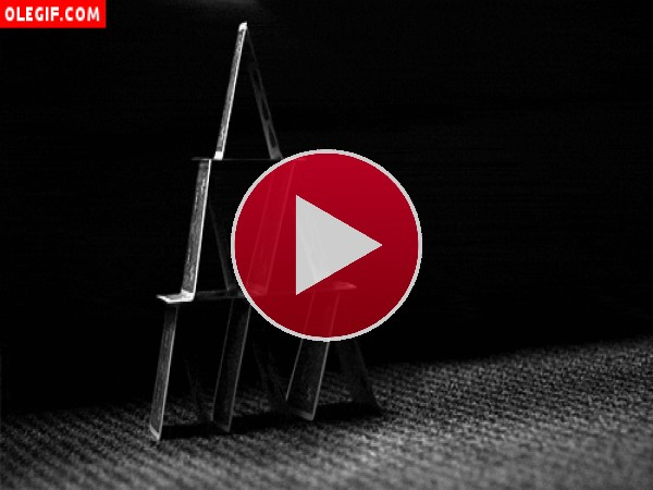 GIF: Torre de naipes