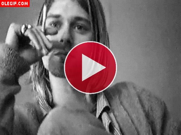 GIF: Kurt Cobain fumando