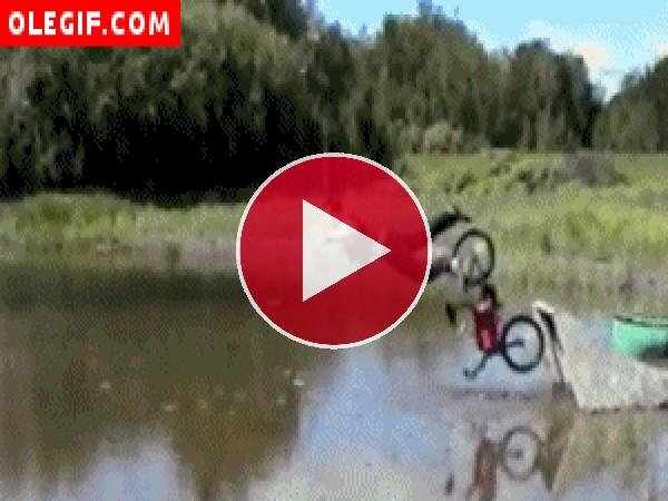 GIF: Salto en bici
