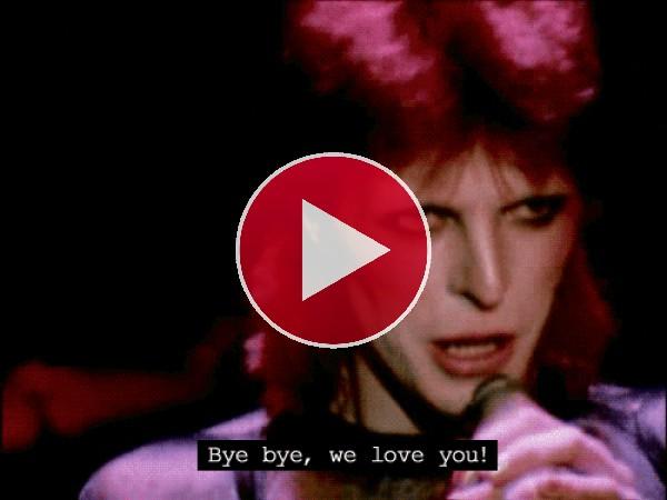 David Bowie cantando