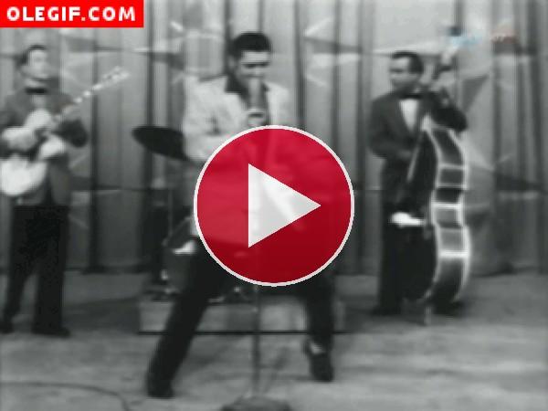 GIF: Elvis Presley bailando