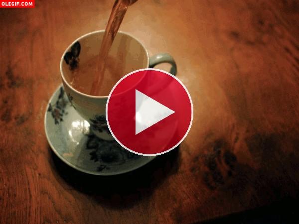 Sirviendo un té