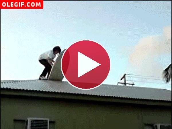 GIF: Surf en el tejado