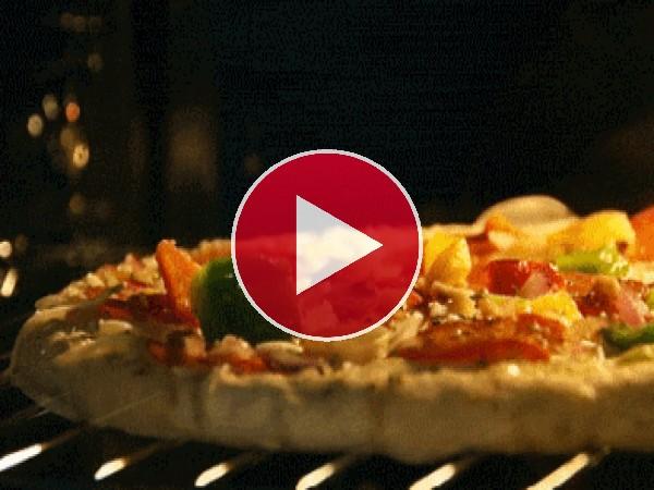 GIF: Pizza horneándose