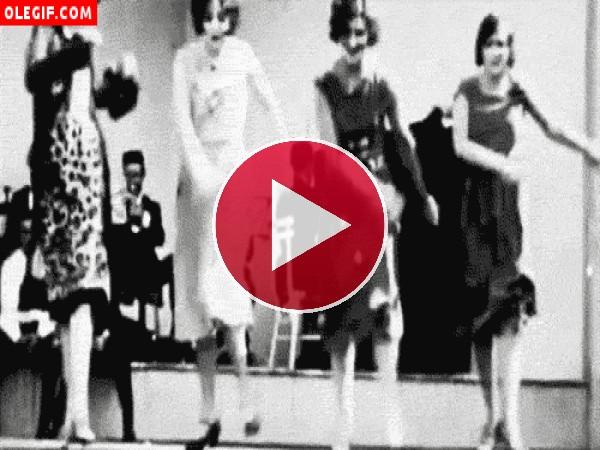 GIF: Bailando el charlestón
