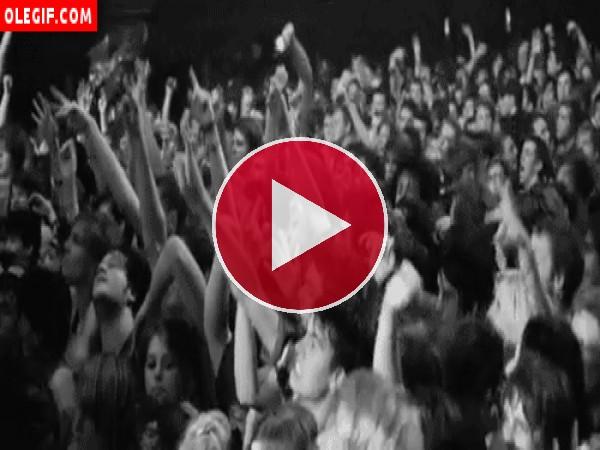 Saltando en un concierto