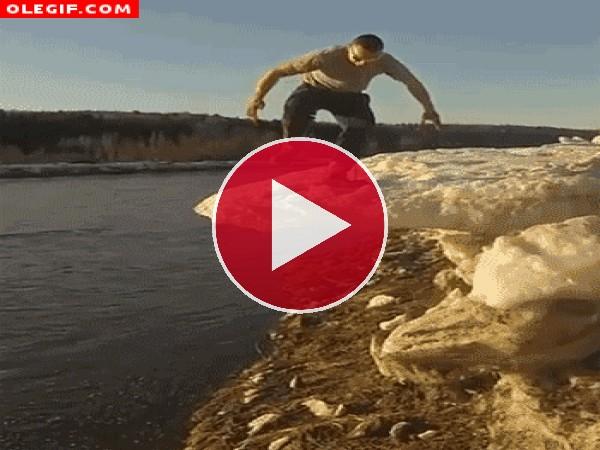 GIF: Eso te pasa por ir de guay y romper el hielo