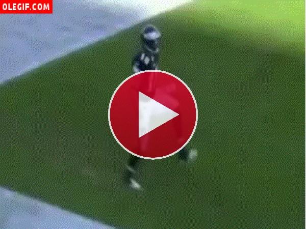 GIF: Vaya bailecito se marca este jugador de fútbol americano