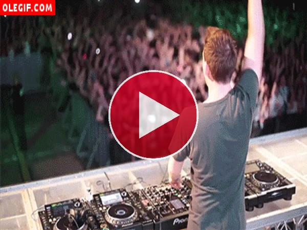 DJ animando la fiesta