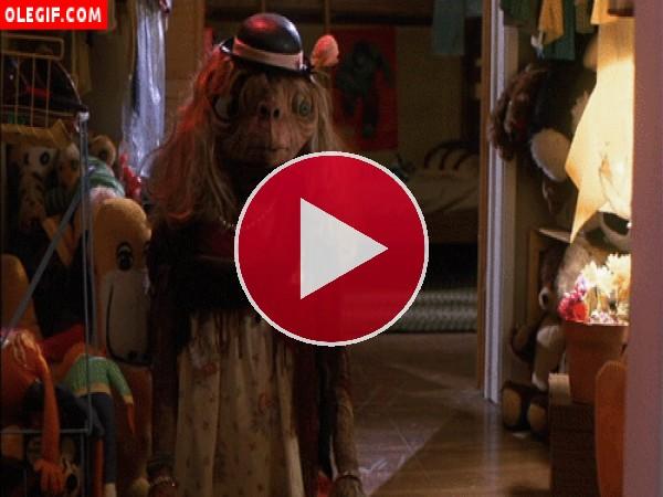 GIF: ¿Donde está E.T.?
