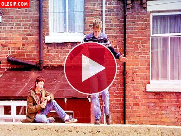 GIF: El amigo de Billy Elliot está flipando