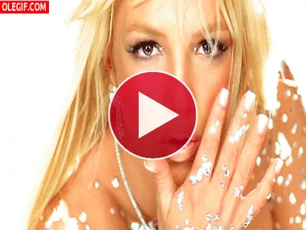 GIF: Britney Spears cubierta de brillantes