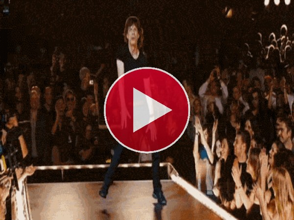 Mick Jagger moviendo el esqueleto