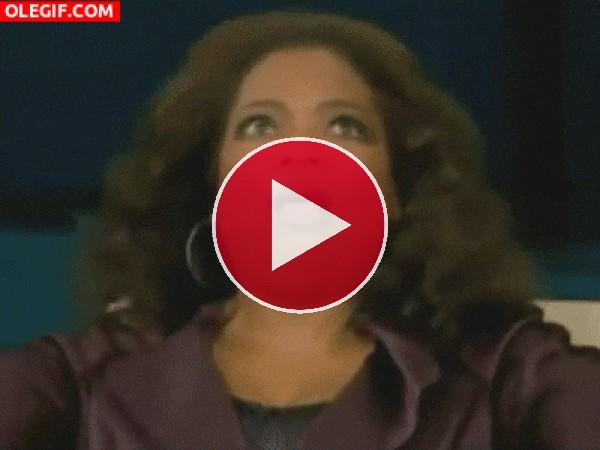 GIF: A Oprah le ha dado un telele o es que está en modo vibrador