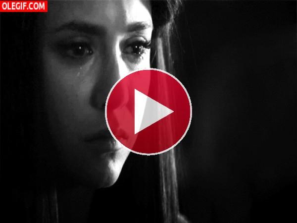 GIF: Nina Dobrev se va a quedar sin lágrimas de tanto llorar