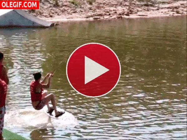 GIF: Una mala jornada de esquí acuático