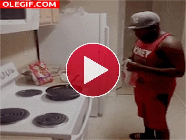 GIF: ¡Vaya manera de cocinar!