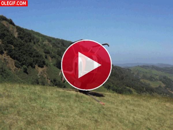GIF: Helicóptero girando boca abajo