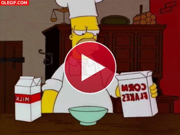 Homer Simpson está preparando unos cereales flambeados