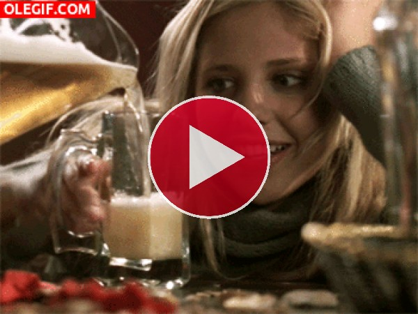 GIF: Buffy borracha de cerveza