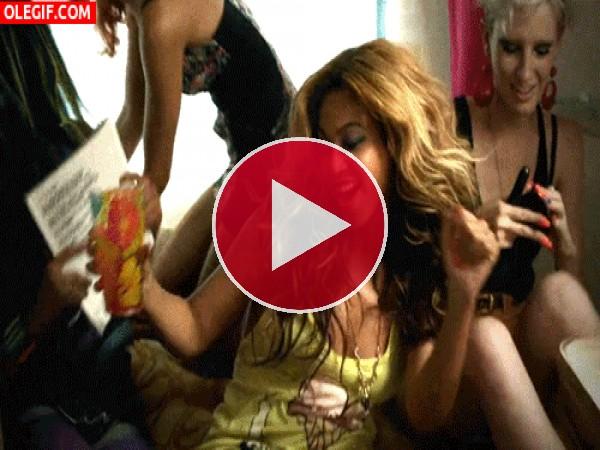 Qué bien se lo pasa Beyoncé de fiesta con sus amigas
