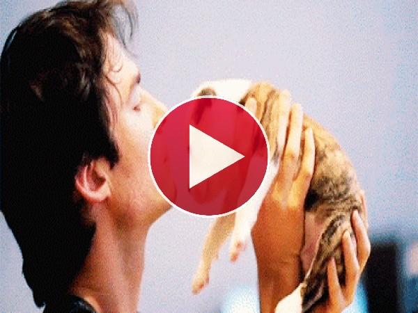 Qué mono está Ian Somerhalder besando al cachorro