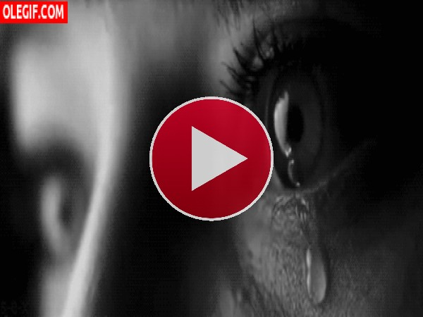 Los ojos de una chica llorando