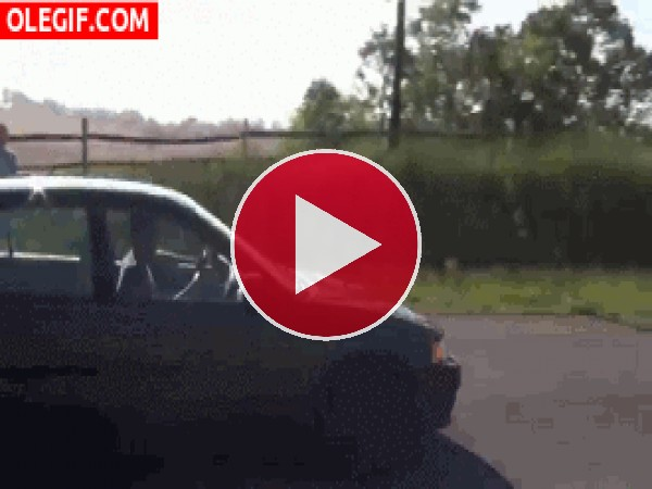 Saltando por encima de un coche