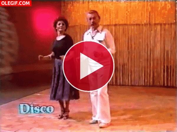 GIF: Menuda marcha tiene esta pareja de bailarines