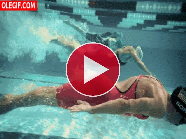 GIF: Burbujas sospechosas en el trasero de una nadadora