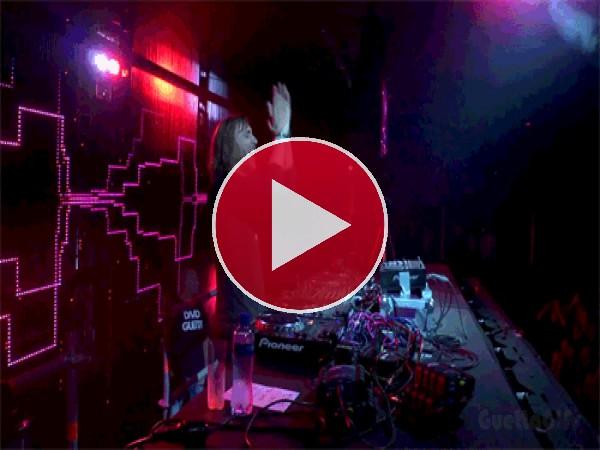 El DJ David Guetta animando a la peña