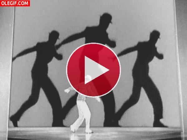 GIF: Bailando claqué con sus sombras