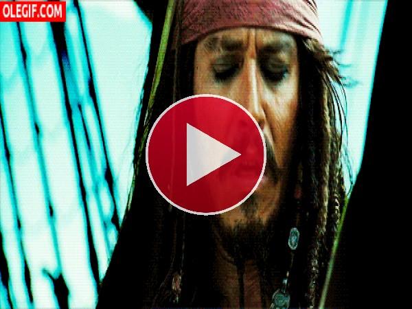 GIF: Jack Sparrow asqueado