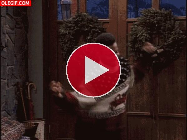Carlton bailando con un jersey navideño