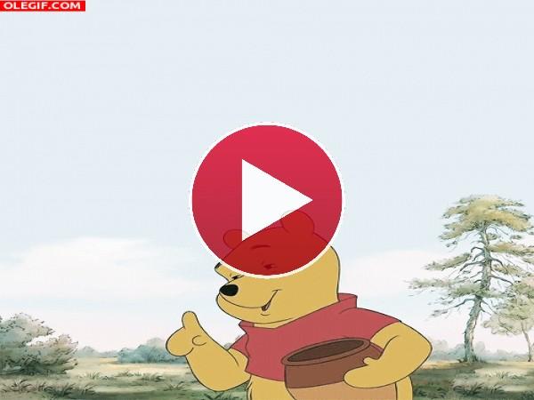 GIF: Menudo chasco se lleva Winnie the Pooh