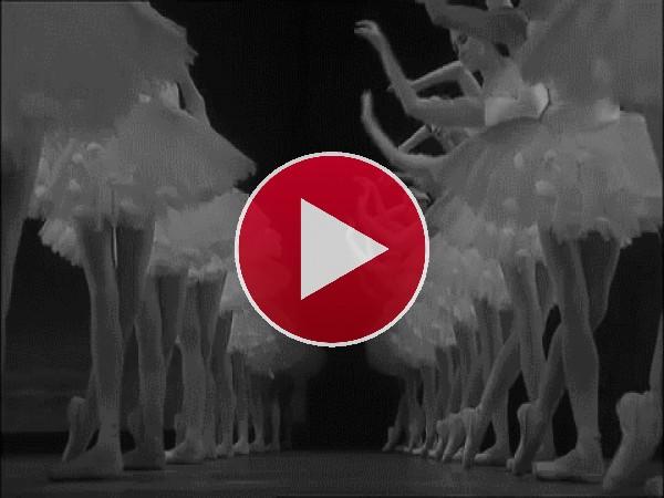 """Bailarinas interpretando """"El lago de los cisnes"""""""
