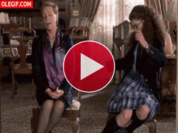 GIF: ¡Qué me caigo de la silla!